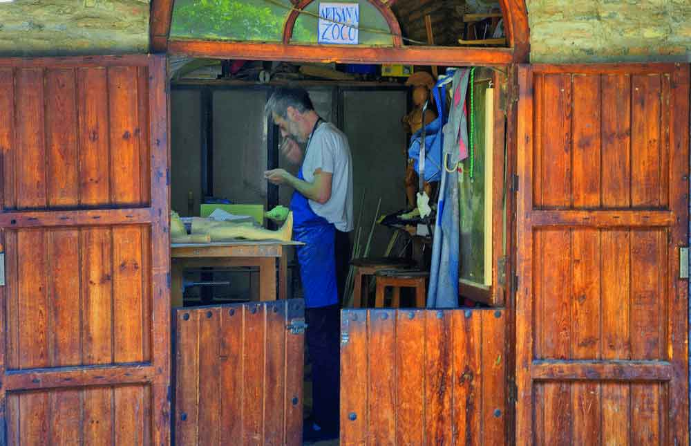Un artisan de Cordoue au travail