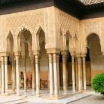 Entrée principale menant à l'Alhambra de Grenade