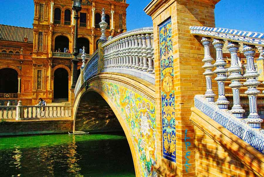 Pont menant à la place d'Espagne