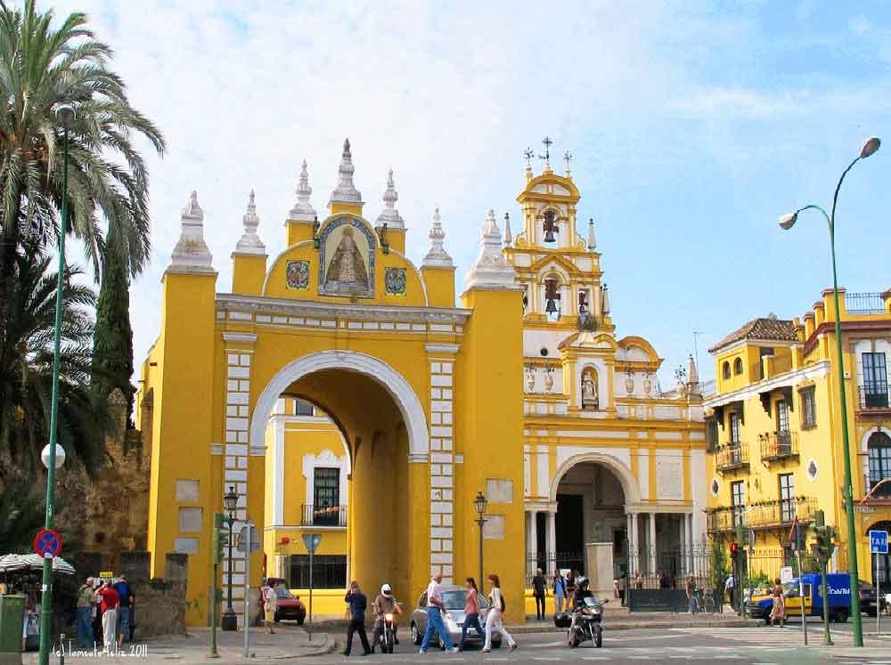 Porte et église de la Macarena